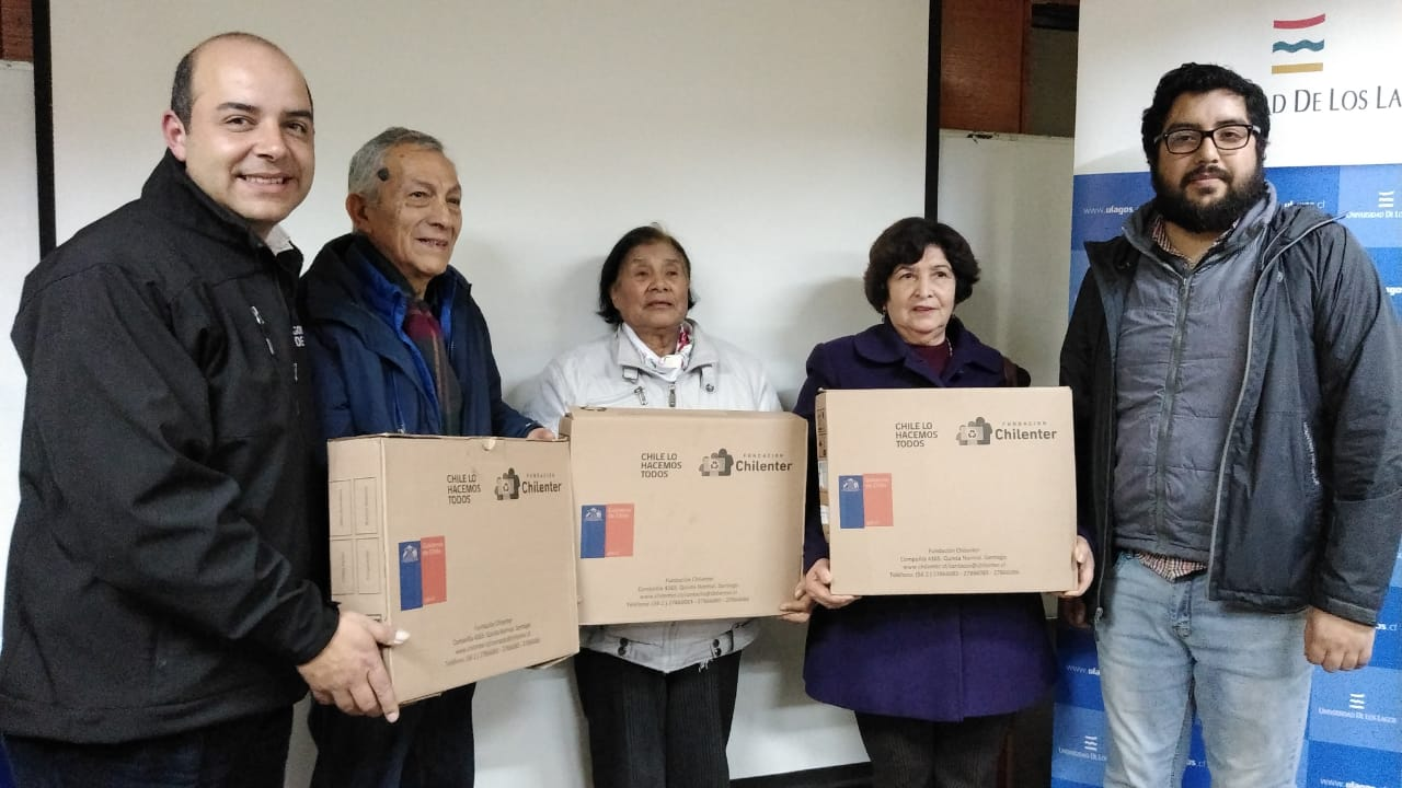 Club de adulto mayor San Camilo de Chonchi, recibe 3 computadores